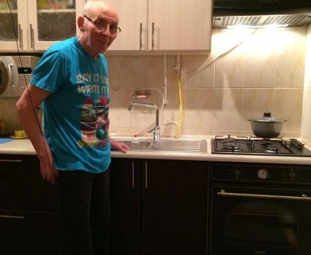Familia umoristului Gheorghe Urschi caută o îngrijitoare. Maestrul se simte bine și nu uită să scrie, nu pentru public