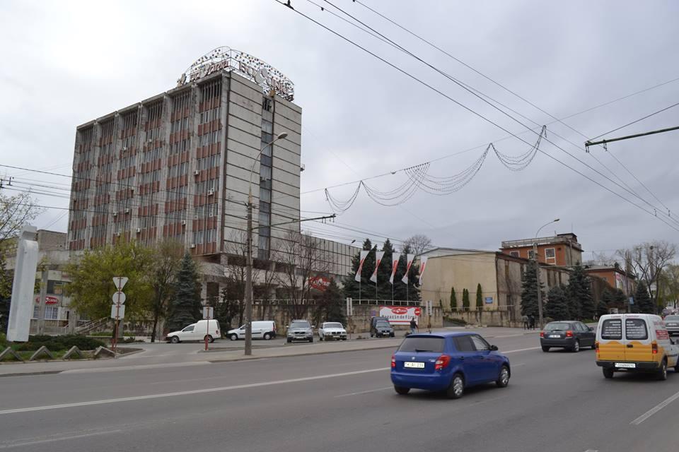 """""""Cea mai dulce clădire"""" din Chișinău va fi renovată. Vezi cum va arăta fabrica """"Bucuria"""""""