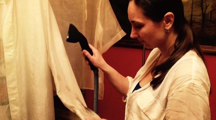 Designerul Lilia Surdu și-a prezentat colecția de haine din mătase naturală la Paris