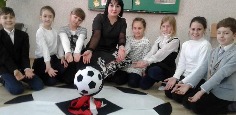 O profesoară le-a împlinit elevilor săi din clasa a doua o dorință: le-a făcut cunoștință cu echipa lor preferată de futsal