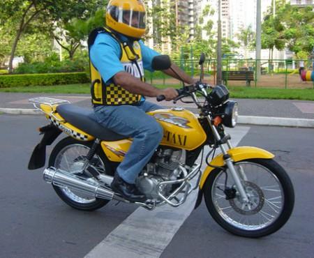 A fost lansat serviciul de taxi pe două roți. Șoferii sunt motocicliști cu 5 ani experiență