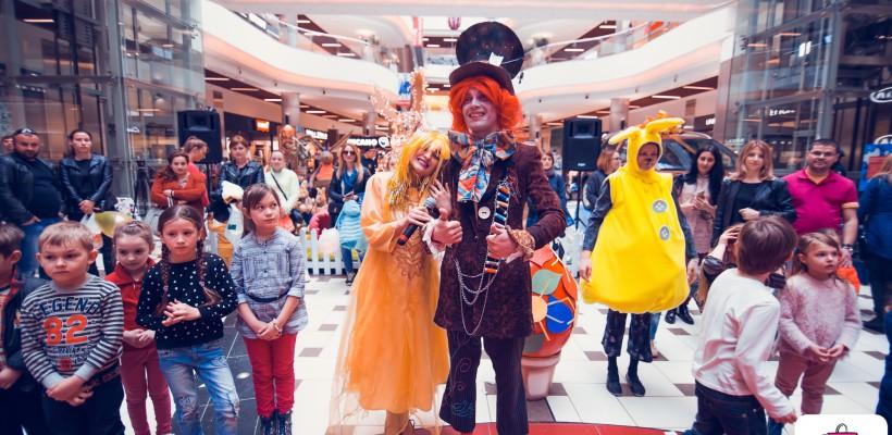 La Shopping MallDova Iepurașul de Paști împarte cadouri! (Video)