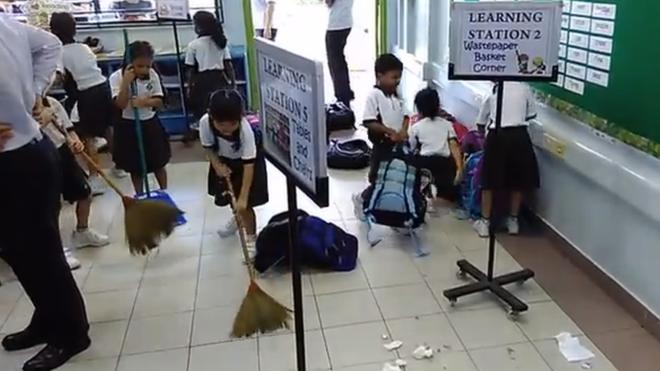 Elevii din școlile japoneze spală podelele și șterg praful peste tot. Practica e o parte importantă din educație