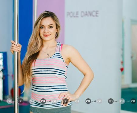 Prietenă cu bara! Mariana Castraveț – antrenoare de pole dance care a studiat designul vestimentar (Foto)
