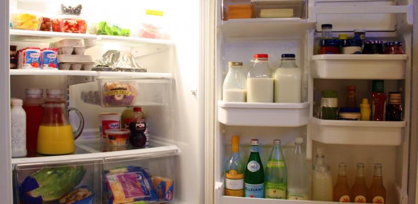 Nu păstrați laptele pe ușa frigiderului. Află cum trebuie să stochezi alimentele ca să reziste mai mult