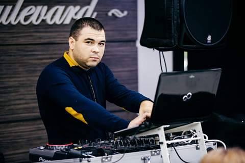 Are 13 ani de experiență ca DJ și știe totul despre pulsul de noapte al Chișinăului sau al unui eveniment privat