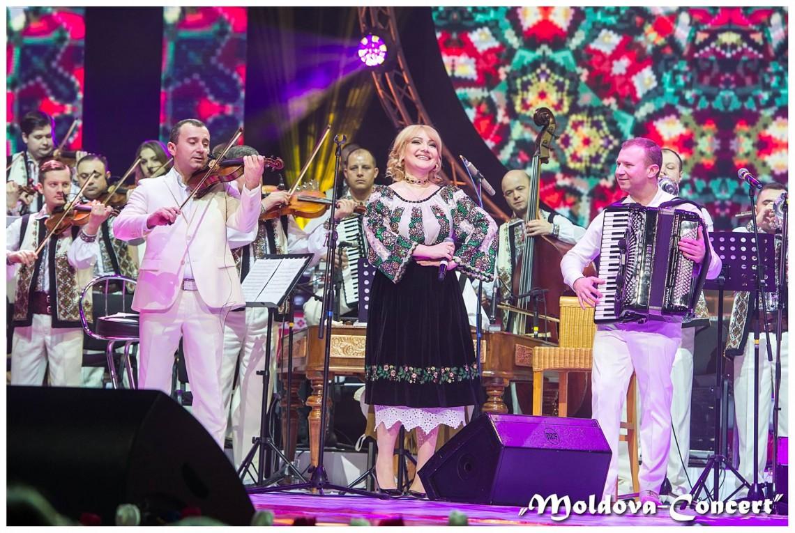 Adriana Ochișanu, la primul concert după ce a devenit din nou mamă! (FOTO)