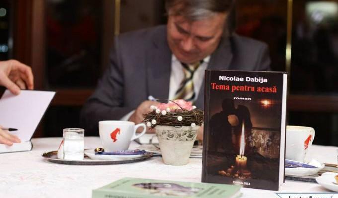 """Romanul scriitorului Nicolae Dabija, """"Tema pentru acasă"""", a fost publicat în SUA, în limba engleză"""