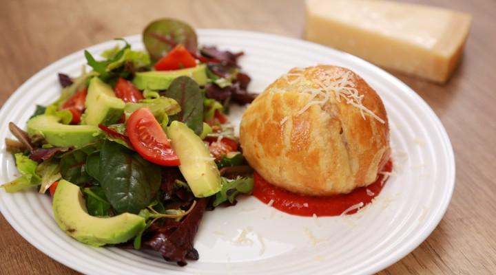 Punguțe umplute cu chiftele și mozzarella – un deliciu pentru gurmanzi (Video)