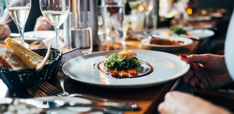 6 greșeli comune pe care le faci când e vorba despre cină