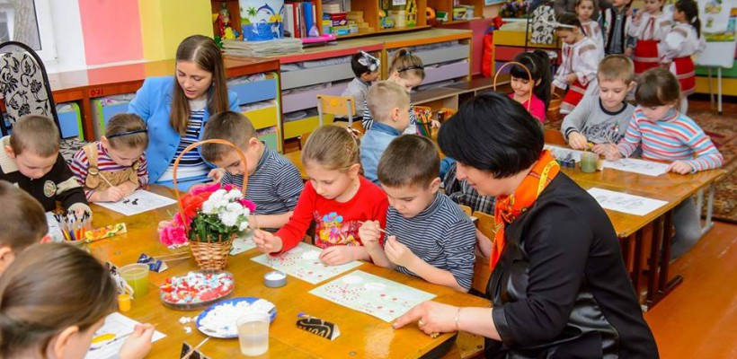 Bucătarii și dădacele din grădinițele Capitalei vor primi un adaos de 50% la salariu