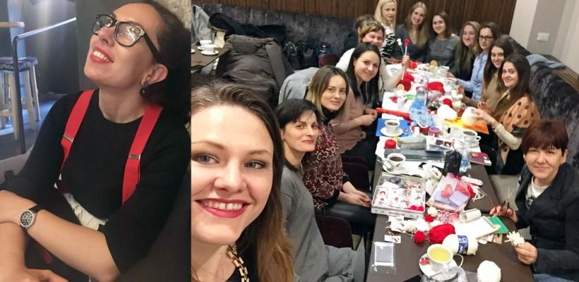 Sunt departe, dar nu au uitat de țară! Zeci de femei din diasporă, alături de Cristina Leahu, au confecționat mărțișoare caritabile