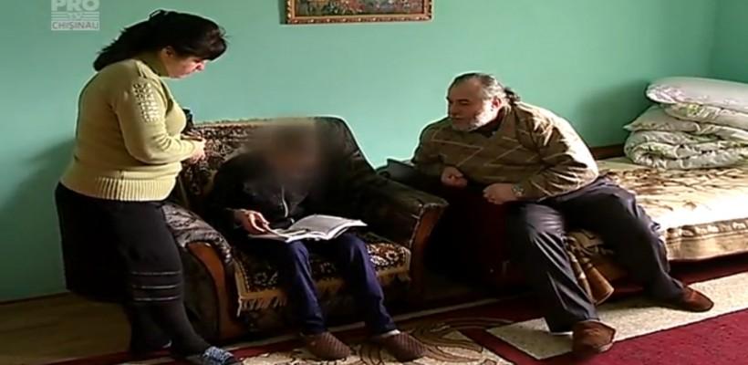 Un adolescent cu nevoi speciale și-a găsit dragostea și sprijinul în familia unui preot de la Băcioi