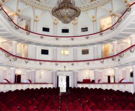 """Ultimul gong! Teatrul Național """"Mihai Eminescu"""" își anunță finalul stagiunii 2016 – 2017"""
