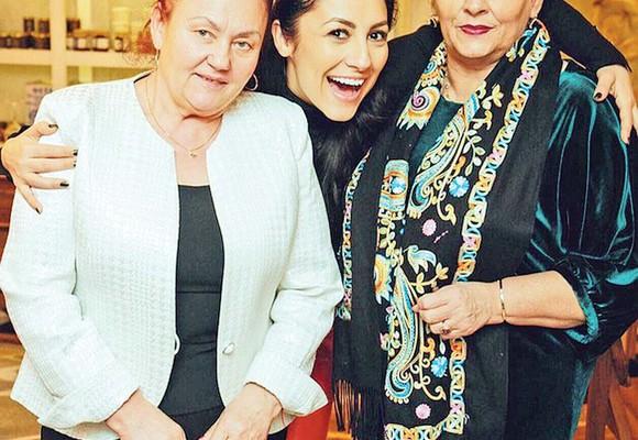 Vezi cum arată mamele celebrităților din România. Mămica Andrei este extrem de elegantă