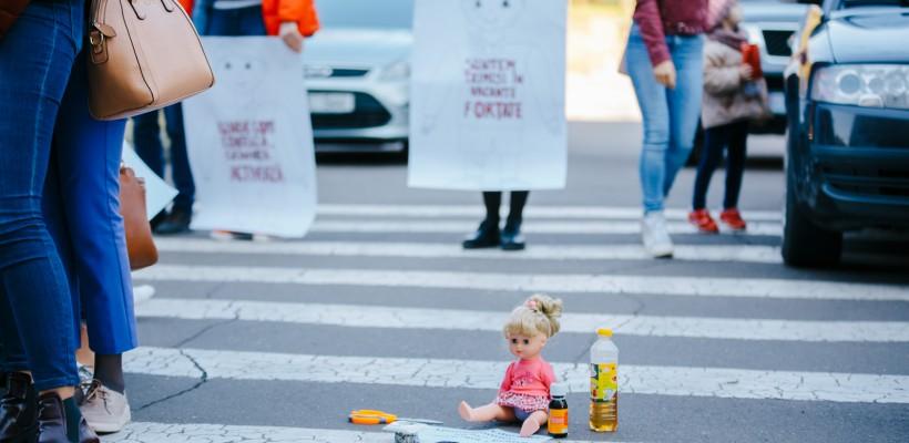 """Părinții, nemulțumiți de vacanța mare pe care o vor avea grădinițele: """"Pe copii nu se fac economii"""" (Foto)"""