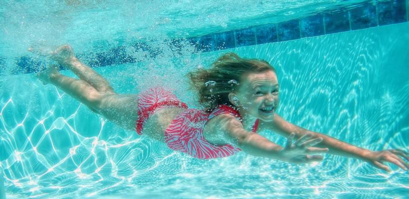 Urina din piscine poate cauza astm!