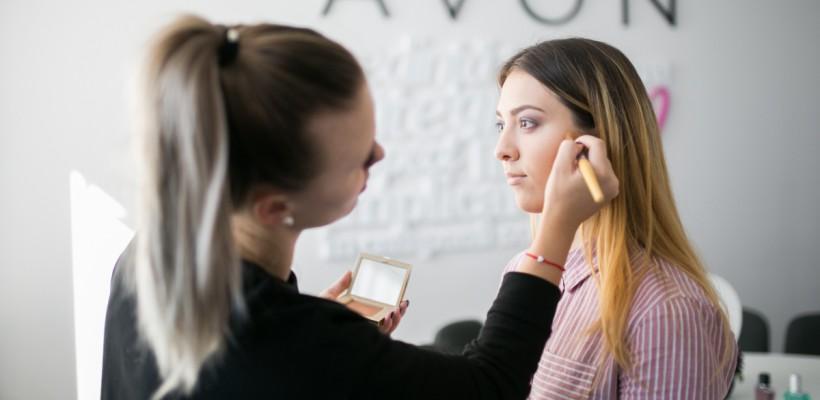 "Olga Manciu, Make-up artist oficial Avon: ""La Avon mă simt un beauty blogger"""