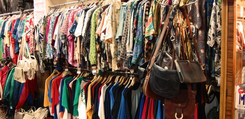 Cum scoți mirosul din hainele second hand?