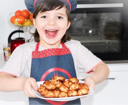 Biscuiți homemade din doar trei ingrediente! Și copiii îi pot pregăti (VIDEO)