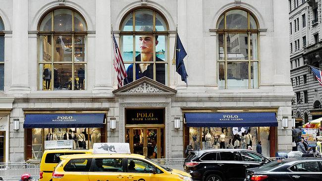 Bătaie pentru clienți în industria modei. Zara și H&M lasă brandurile cu renume fără cumpărători