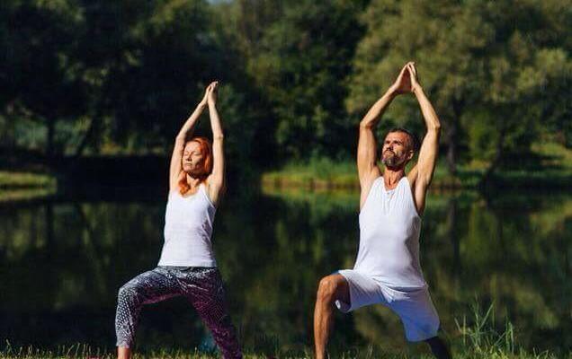 """Soții Babilev fac yoga împreună de 14 ani. Igor: """"La început, nu voiam să practice yoga. Credeam că e o sectă unde se spală creierul!"""""""