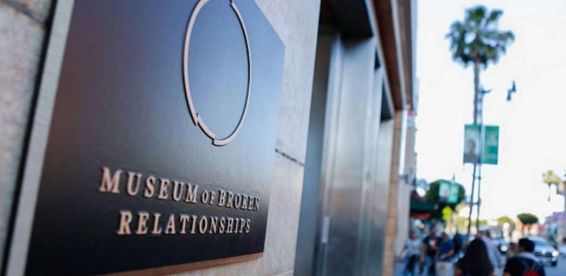 Un muzeu al relațiilor stricate are succes la Los Angeles. O rochie de mireasă în borcan e unul din exponate