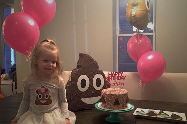 O fetiță de 3 ani a acceptat o petrecere de ziua ei cu o singură condiție: tematica a trebuit să fie rahatul!