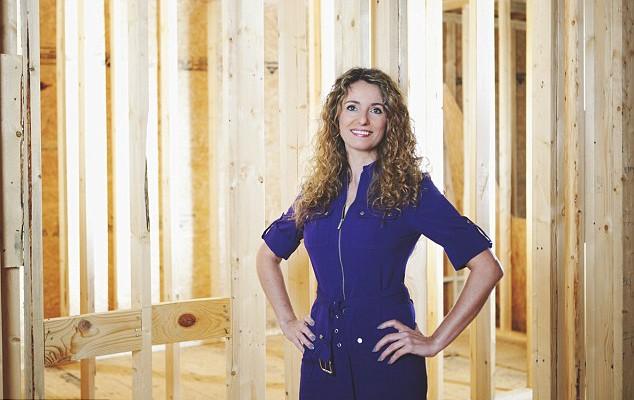 O mamă singură din SUA a construit o casă de 325 metri pătrați urmărind tutoriale YouTube