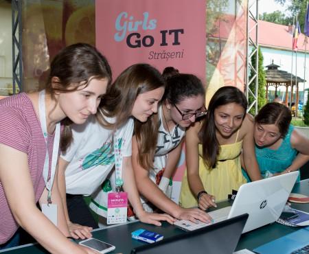 """""""Da, eu programez!"""" Astăzi este Ziua Internațională a Fetelor în TIC"""
