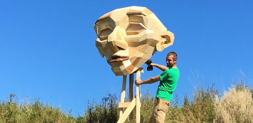 Un artist danez a creat 6 sculpturi gigantice din lemn reciclat pe care le-a instalat în locurile lui preferate din Copenhaga