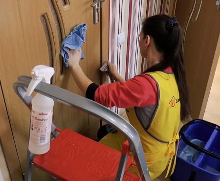 Apartament super curat și jucăriile copiilor dezinfectate. Totul, timp de o zi, cu echipa Cangurul.md (Video)