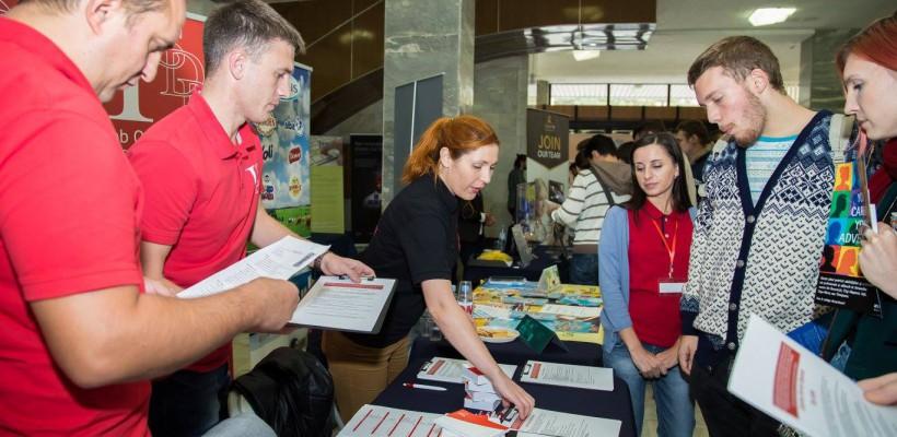 Interviuri de angajare pe loc, competiții contracronometru și peste 2.000 de locuri de muncă. Marți și miercuri are loc Târgul de Cariere Chișinău