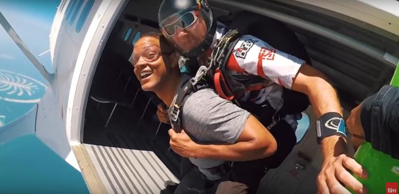 Un moldovean a sărit din avion împreună cu celebrul actor Will Smith