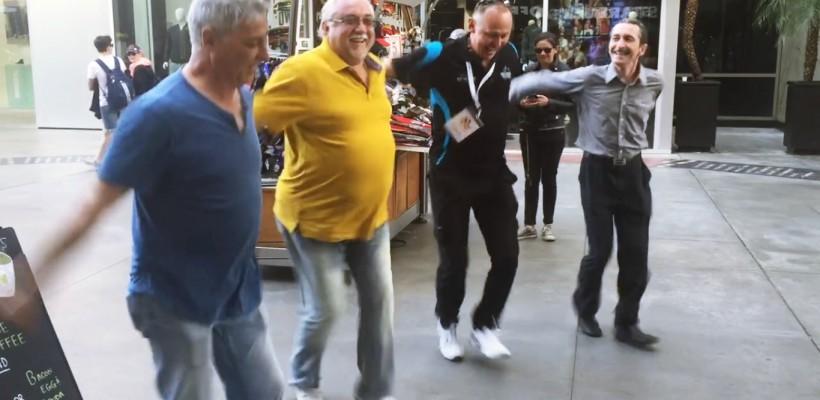 A gemut pământul sub ei! Patru ex-membri JOC au încins un dans moldovenesc în inima Hollywood-ului