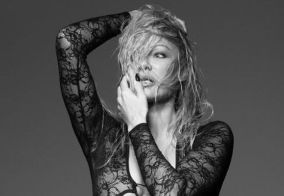 Starleta Pamela Anderson, într-un pictorial incendiar, la aproape 50 ani