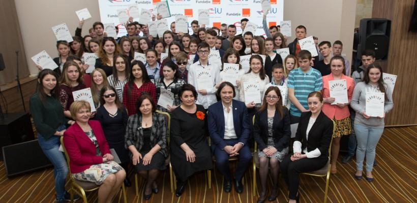 Fundaţia Orange a oferit cca 500 de burse tinerilor din instituţiile de tip internat (Video)