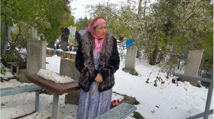 Scheciurile cu care ne-au uimit vloggerii cu ocazia Paștelui Blajinilor: Cu blană și Jeep la cimitir (Video)