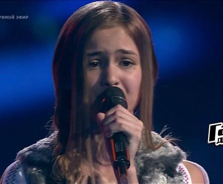"""Află motivul pentru care Iuliana Beregoi a cântat o piesă în limba română pe scena concursului televizat din Rusia, """"Golos deti"""""""