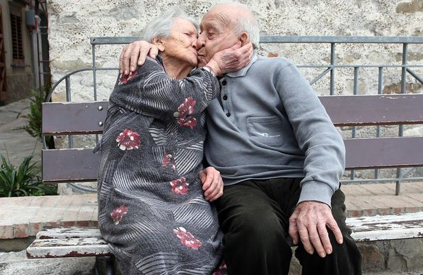 Unul din zece bătrâni are peste 100 ani. Locuitorii unui sat din Italia îți recomandă un ingredient minune