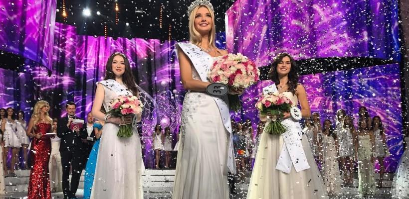 Miss Rusia 2017 și-a arătat bijuteria pe 4 roți, primită în dar după obținerea victoriei (FOTO)