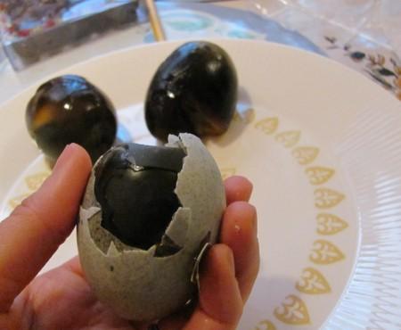 Scapă de boli cu ajutorul unui ou și nu le da cerșetorilor bănuții primiți rest la magazin. Sfatul bioenergoterapeutului