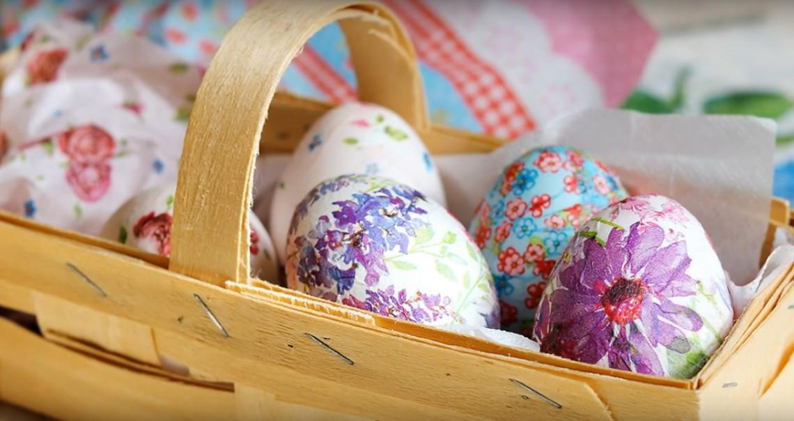 Transformă ouăle de Paște în mici сapodopere cu ajutorul albușului și a unui șervețel! (VIDEO)