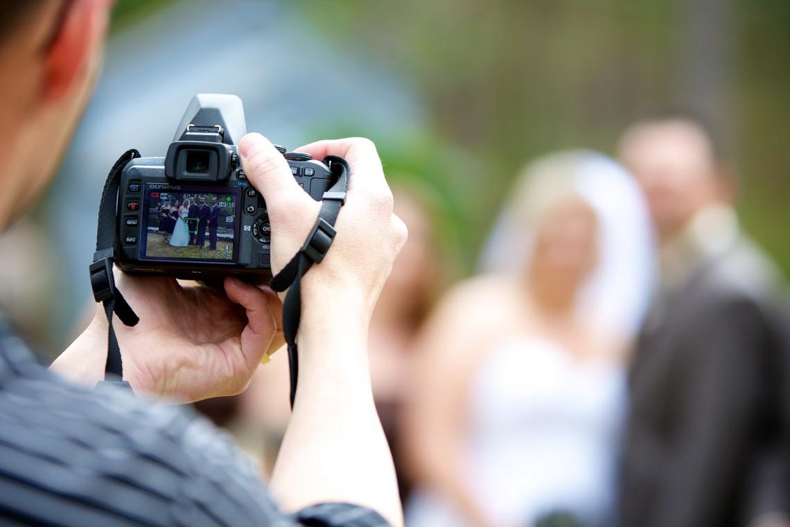10 lucruri pe care să nu i le faci unui fotograf! O să îl scoți din sărite