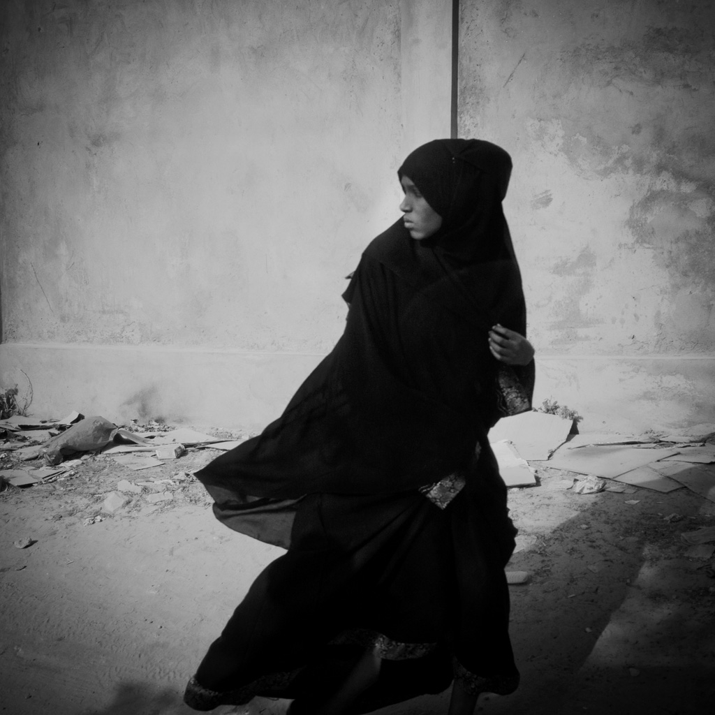 Giovane donna per le strade di Hargheisa, Somaliland. 2015 A young girl in Hargeisa. Somalia and Somaliland have the highest incidence of FGM, which is still around 98%. Somaliland. 2015