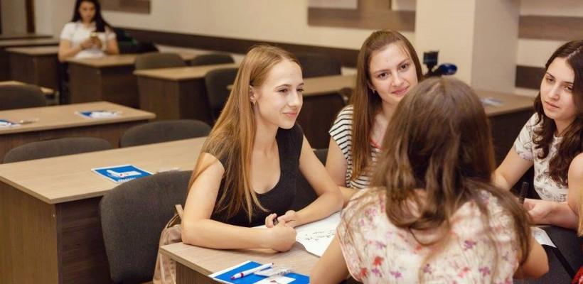 Ai între 16 și 19 ani? Înscrie-te la noua ediție Ladies School – o școală pentru fete, dedicată orientării profesionale