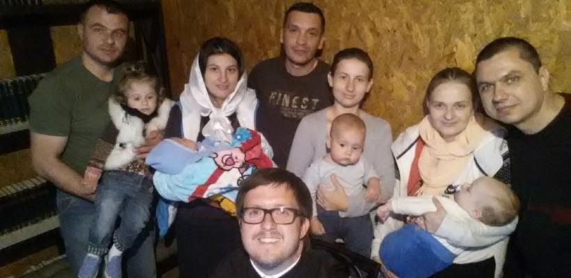 Ambii părinții asistă la încreștinare! 10 recomandări pentru botez, de la preotul Maxim Melinti