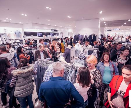 Prețuri mici și premii pe măsură la cea mai tare petrecere a primăverii la Shopping MallDova – Night Shopping Party