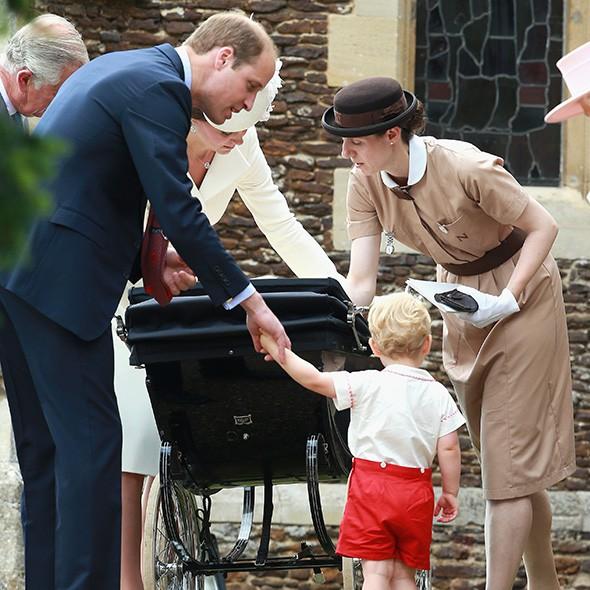 Foto: pinterest. O absolventă a Norland College, bonă în familia regală, alături de prințul William, ducesa Kate Middleton și fiul George