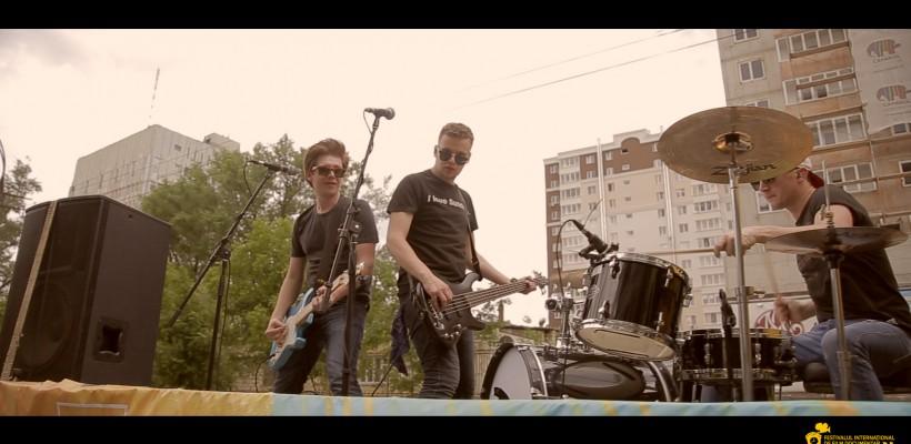 CRONOGRAF&Music a colindat orașul într-un camion cu muzică live